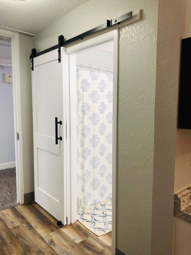 East Ridge Residence | Entry to Bathroom